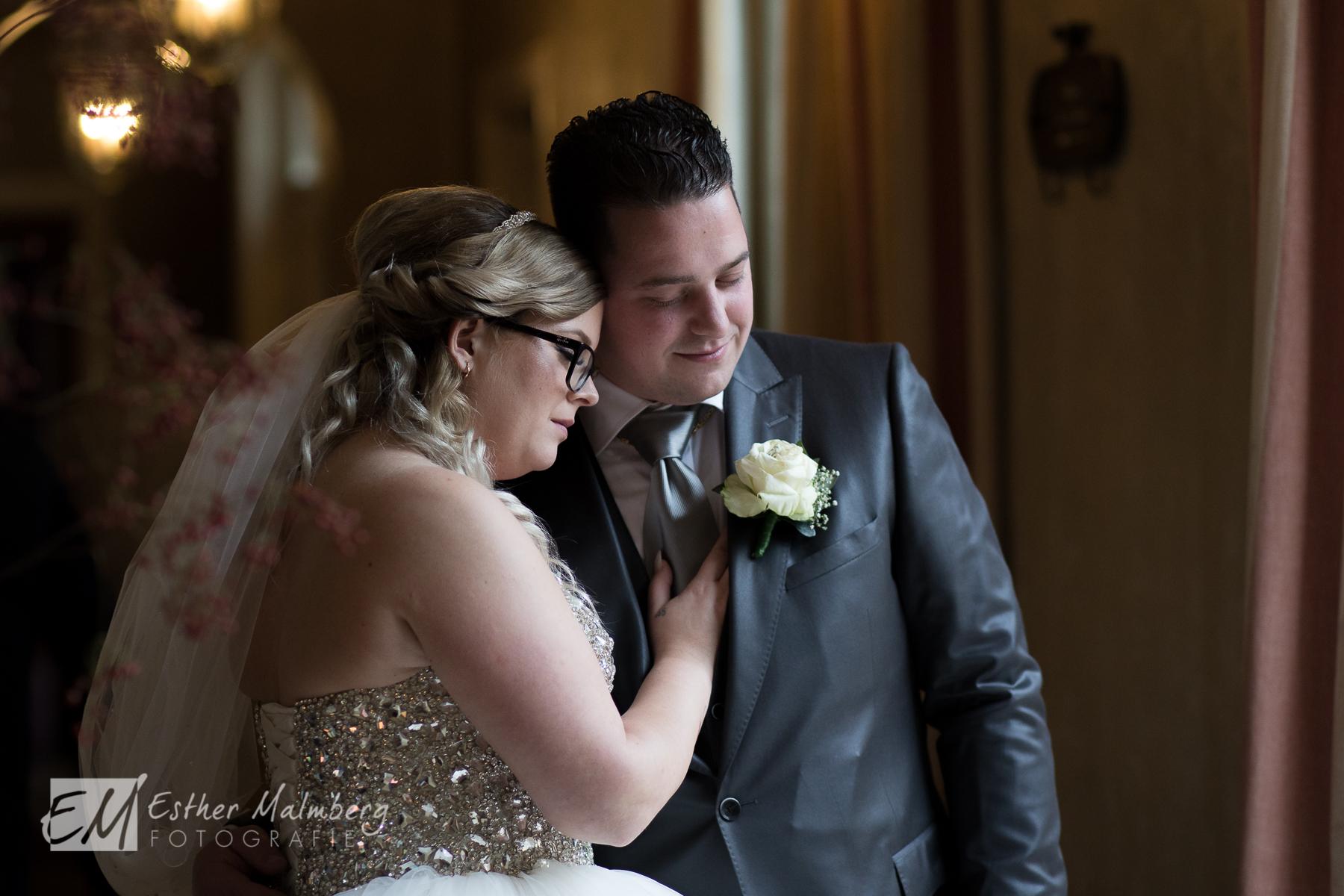 Romantiek en connectie tijdens Moment Design bruidsreportage