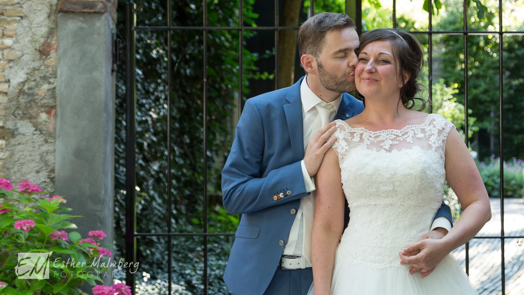 Liefde en connectie tijdens Moment Design bruidsreportage Esther Malmberg Fotografie